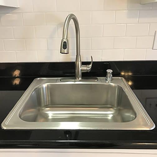 Kitchen sink with pulldown sprayer